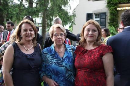 Com a esposa do Senhor Cônsul-Geral, Dra. Maria Cristina de Calheiros Velozo, com a Senhora Chanceler Maria Helena do Valle